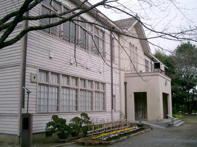 [写真] 東京都府中市南町6丁目:旧府中尋常高等小学校 ※有森桜子の父と母が結婚行進曲を弾いた教
